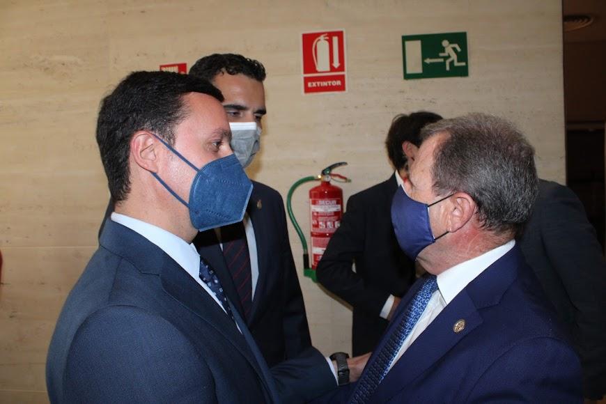 El presidente de la Diputación y el alcalde con el presidente de la Cámara de Comercio.