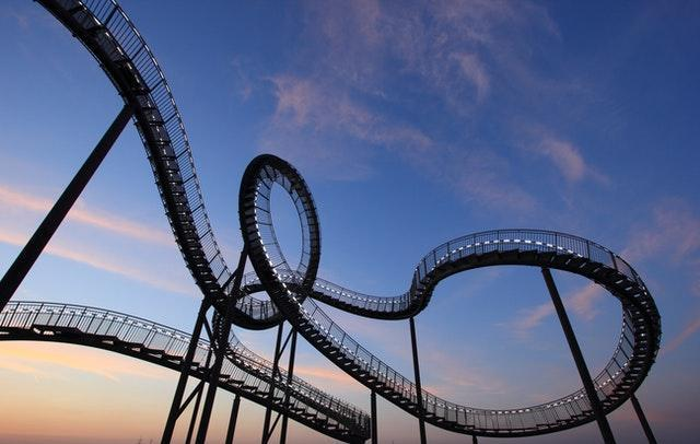 Internal link building mistakes metaphorically shown as a rollercoaster