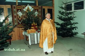 Photo: Різдво 1998 Коли настала зима церковній громаді люб'язно відкрила свої двері школа. Директор дав добро на відправи св. Літургій у вестибюлі школи