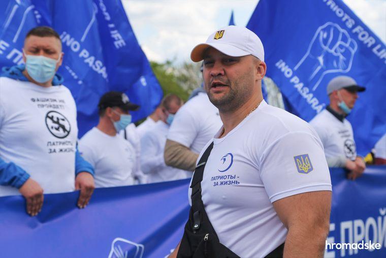 Руководитель луганского отделения ОО «Патриоты — За жизнь» Виталий Невеселый на марше против фашизма 9 мая 2021 года