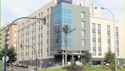 El hotel  fue inaugurado en 2004 con 186 habitaciones.