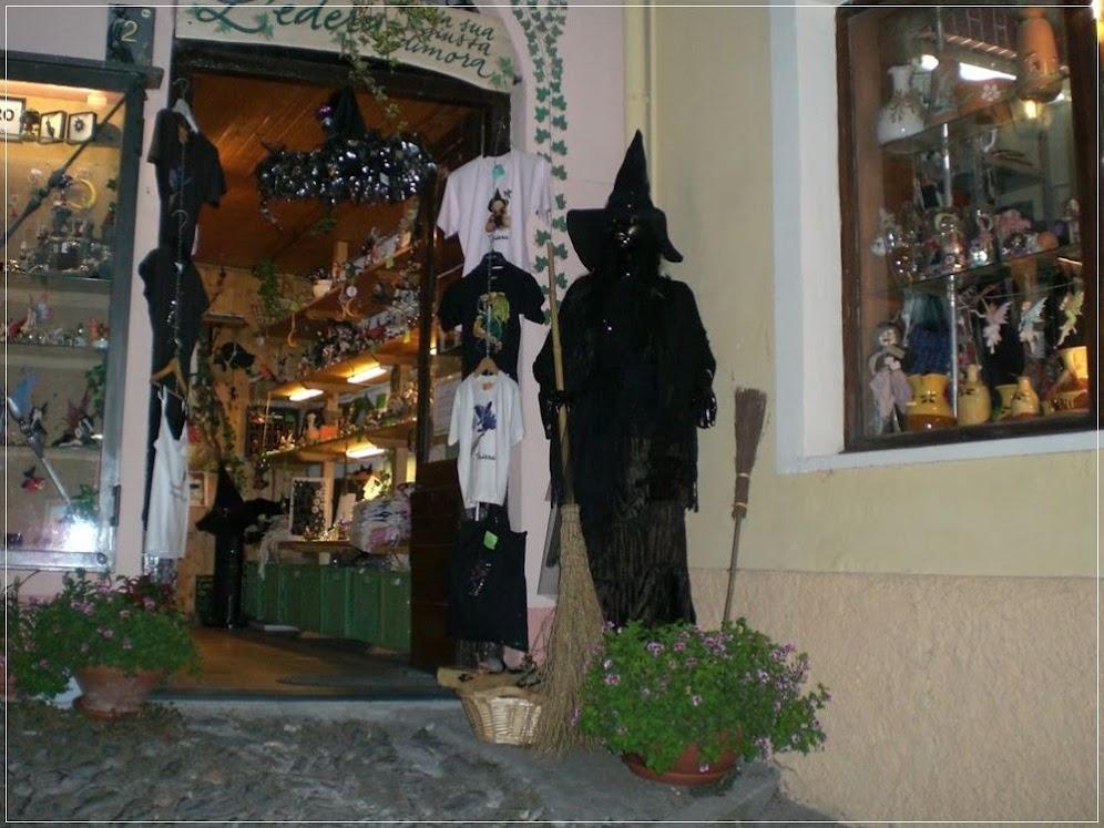 Lojas vendendo artigos típicos