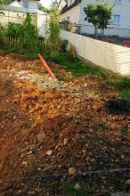Photo: viele kleine Felsenteilchen liegen da nun rum, wir hoffen jetzt geht es weiter mit der Isolierung der Wand.