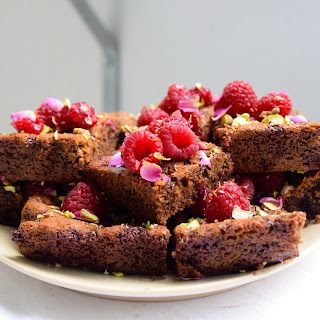 Flour-free Chocolate Cake With Raspberries And Roses