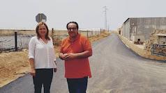 Esperanza Pérez y Manuel Moreno en uno de los caminos.