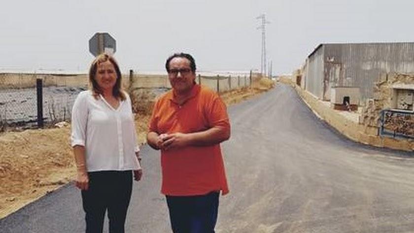 El asfalto llega a los 'olvidados' caminos rurales