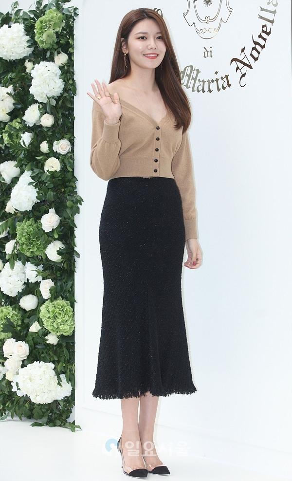 sooyoung deep v neck 5