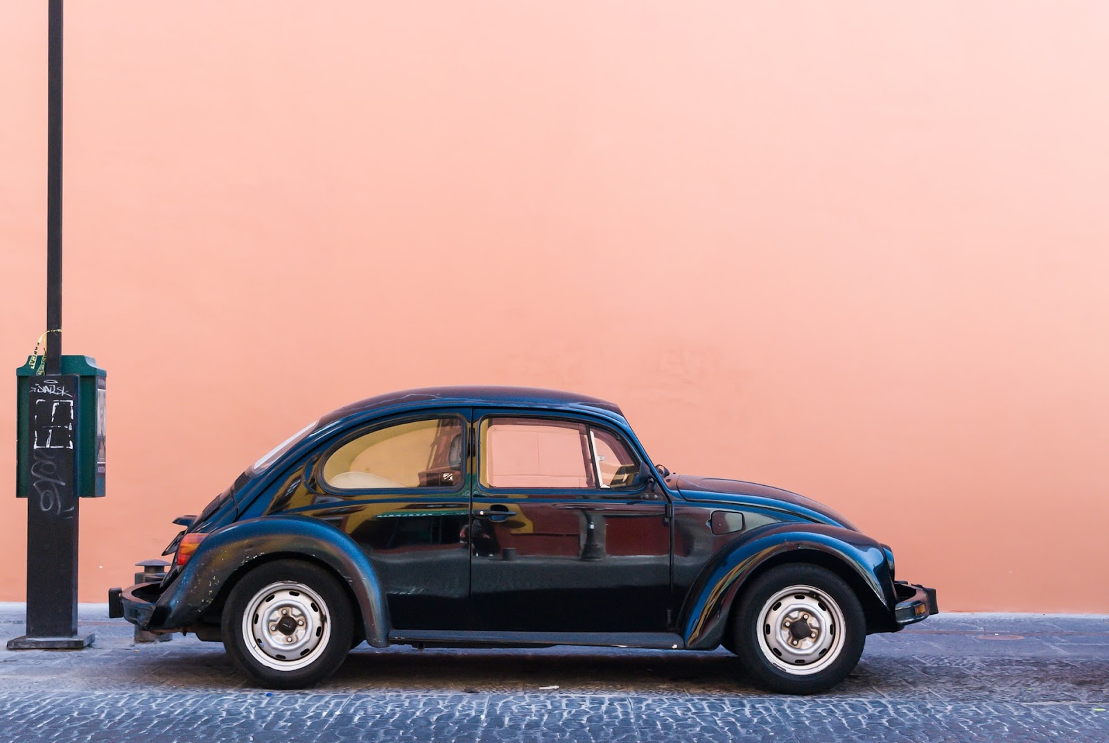 Até os anos 1970 e 1980, a maioria dos automóveis possuía carburadores (Imagem: Jorge Zapata/Unsplash)