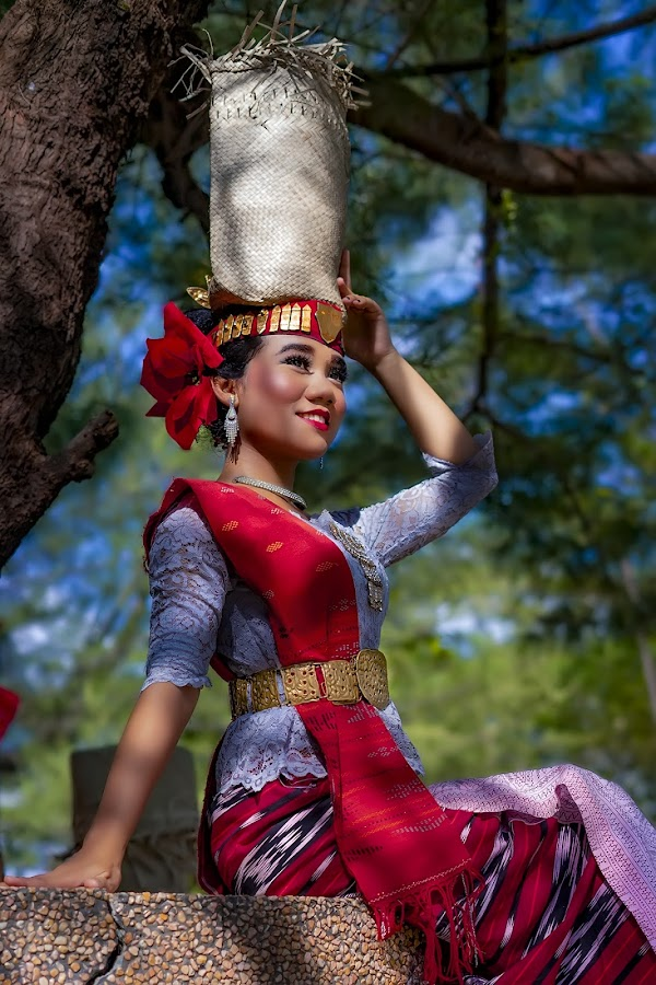 Traditional Dancer - Farida by Dian Manik - People Professional People