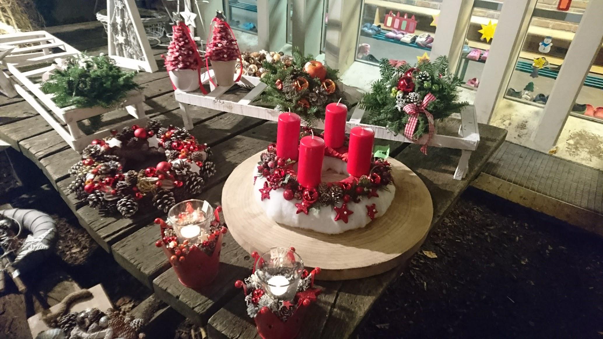 Weihnachtsmarkt Liedberg Adventskranz Gesteck