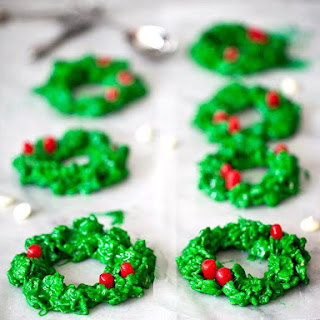 White Chocolate and Peppermint Christmas Wreath Cookies.
