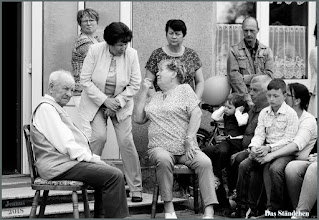 Photo: Das Ständchen für den fröhlichen Jubilar