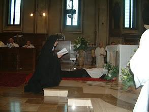 Photo: Sr. M. Gabriella prostrata durante il canto delle litanie dei Santi