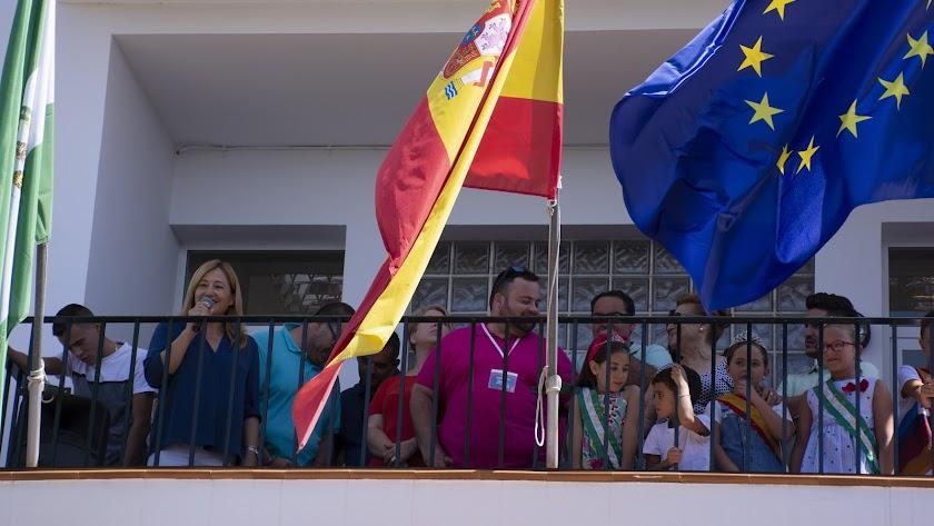 Chupinazo inaugural de las fiestas desde el balcón municipal.