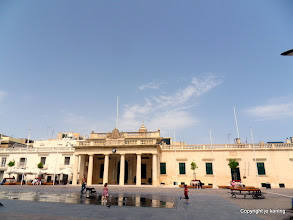 Photo: Valletta. Palace Square. Main Guard Palace.  http://www.loki-travels.eu/
