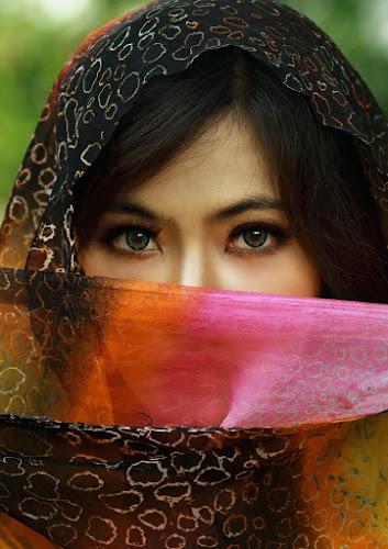 Bright eyes by Aryanto Sujono - People Portraits of Women
