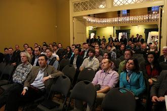 Photo: Les participants, à la fois captifs et amusés par la conférence très intéressante de M. Labeaume
