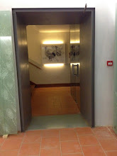 Photo: Sas d'entrée vers l'escalier d'accès au musée.