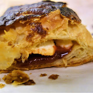 Guava and Cream Cheese Pastry (Pasteles De Guayaba).