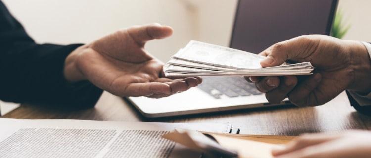 政策金融公庫の新創業融資を申し込む人