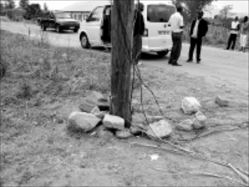 DANGER:Eskom's powerline is overloaded with illegal electricity wires that taps electricity to Lusaka and Bambamecisi informal settlements near NkowaNkowa township outside Tzaneen. Pic. Michael Sakuneka. 10/2008.  Sowetan