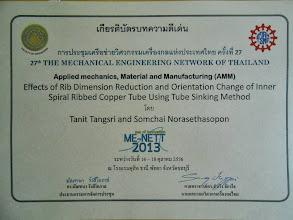 Photo: เกียรติบัตรบทความดีเด่น งาน ME - NETT 2013  อ.ธนิต แต่งศรี สาขาวิศวกรรมเครื่องกล ม.ธนบุรี รับรางวัลเกียรติบัตรบทความดีเด่น การประชุมเครือข่ายวิศวกรรมเครื่องกลแห่งประเทศไทย ครั้งที่ 27