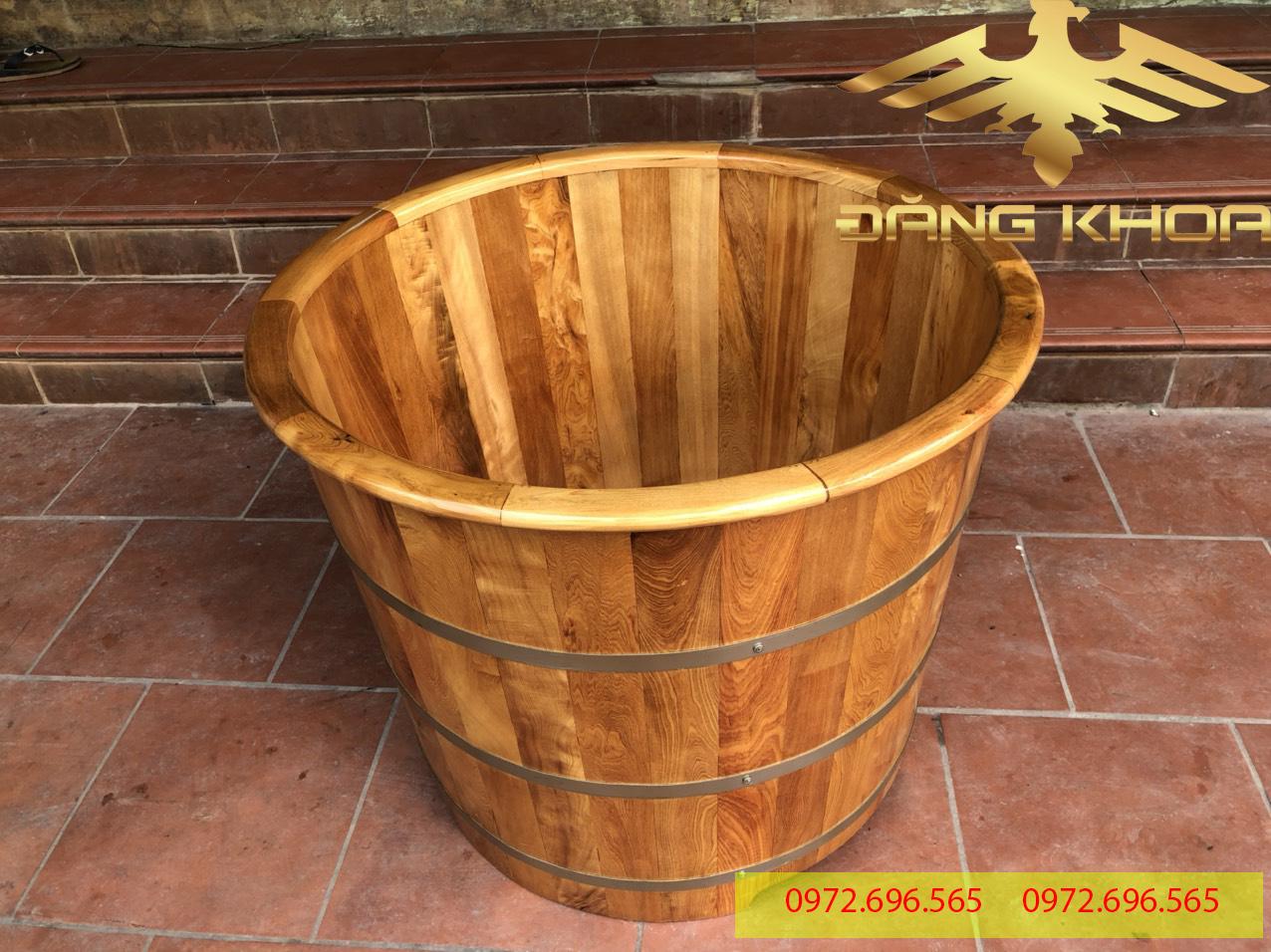 Bồn tắm gỗ thông dáng đứng hình tròn