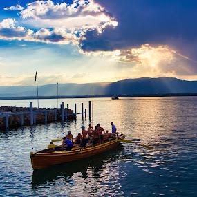 Barque de sauvetage. by Renaud Igor - Transportation Boats