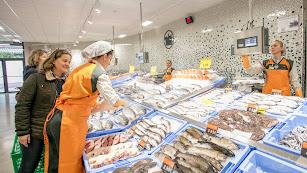 Puesto de pescados en un supermercado de la capital almeriense.