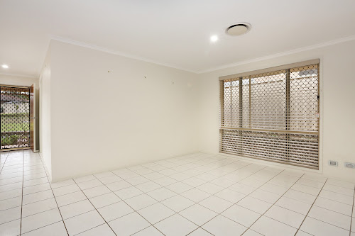 Photo of property at 11 Downes Crescent, Currans Hill 2567