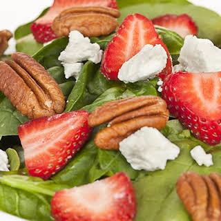 The 10-Day Tummy Tox Berry Pecan Salad.