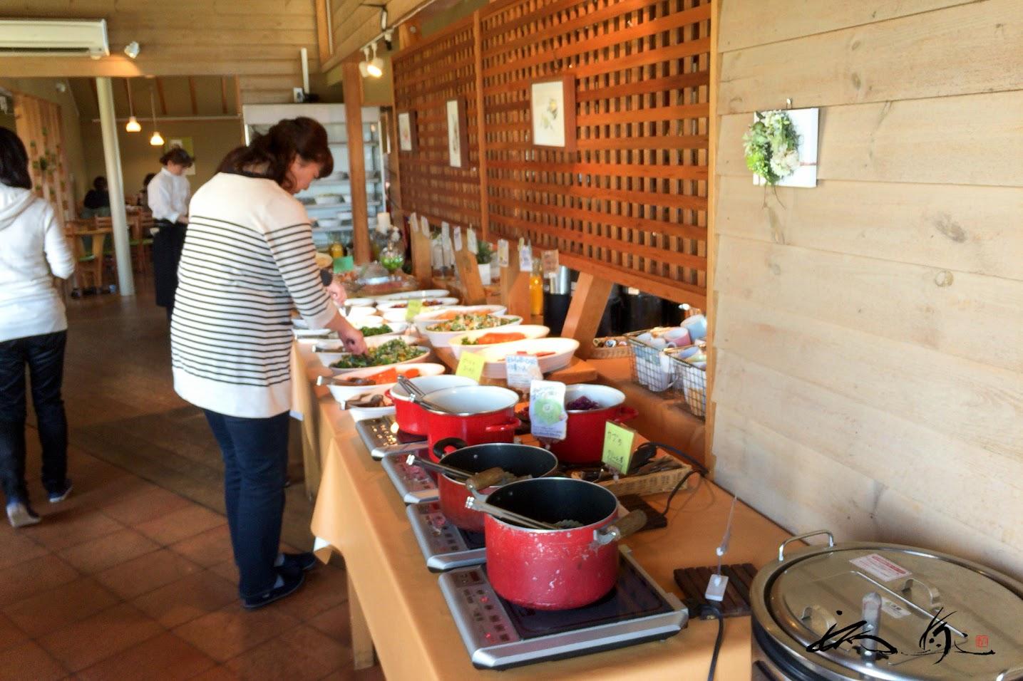 野菜ビュッフェテーブル