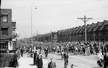 Photo: 0013. Laan van Meerdervoort hoek Pioenweg. 21 mei 1945.  http://www.loki-travels.eu/