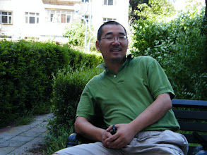 Photo: warrenzh 朱楚甲's works: dad, benzrad 朱子卓 resting in minigarden near his son's mom's house. we just bought some computer accessary.