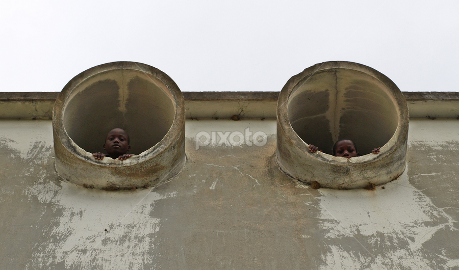 Escondidos by Carlos Palhau - People Street & Candids