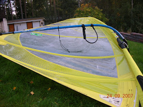"""Photo: The KONA OD 7.4 with a lot of batten tension, as advised by the experts (sail designer). By adding batten tension the skin tension increases very significantly, and the feeling of the sail changes from a """"soft freestyle sail feel"""" to a """"stiffish fixed camber sail that rotates with a bang"""""""