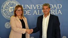 Carmelo Rodríguez y la rectora de la UNIDA, Leila Rachid.