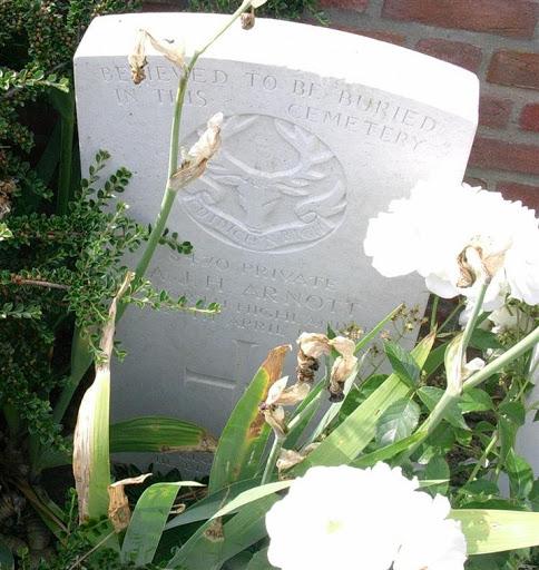 Alexander Johnston H Arnott grave