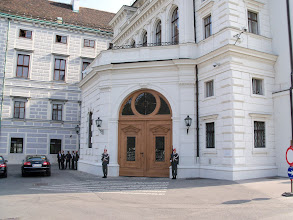 Photo: Das Gebäude der Österreichischen Präsidentschaftskanzlei. La sede del presidente di Austria. Budynek Kancelarii Prezydenta Austrii.