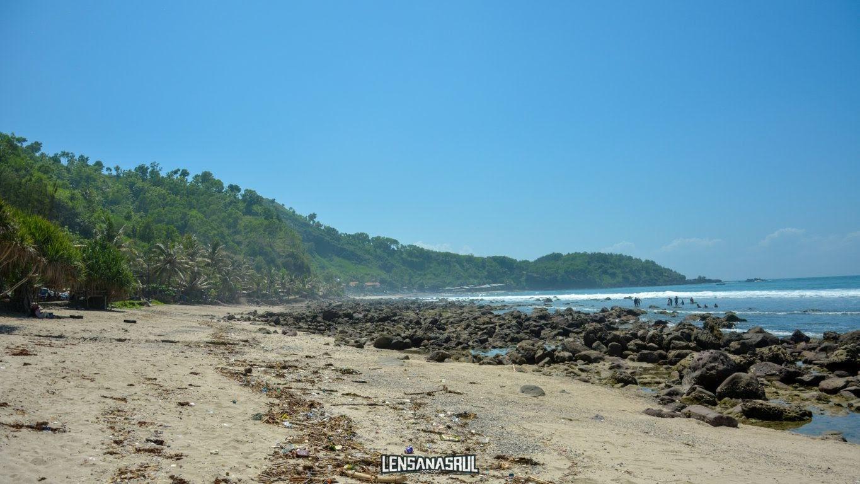 Pantai menganti sisi tebing keteb