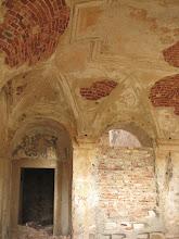 Photo: Ruiny grangii cysterskiej w Winnicy. Resztki dekoracji ściennej w jednym z pomieszczeń .