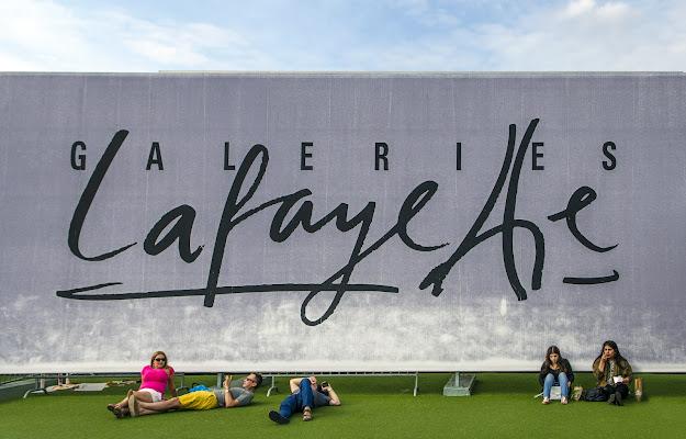 Sui tetti di Parigi  di Aldo Rizzardi