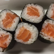 Salmon Roll(8)