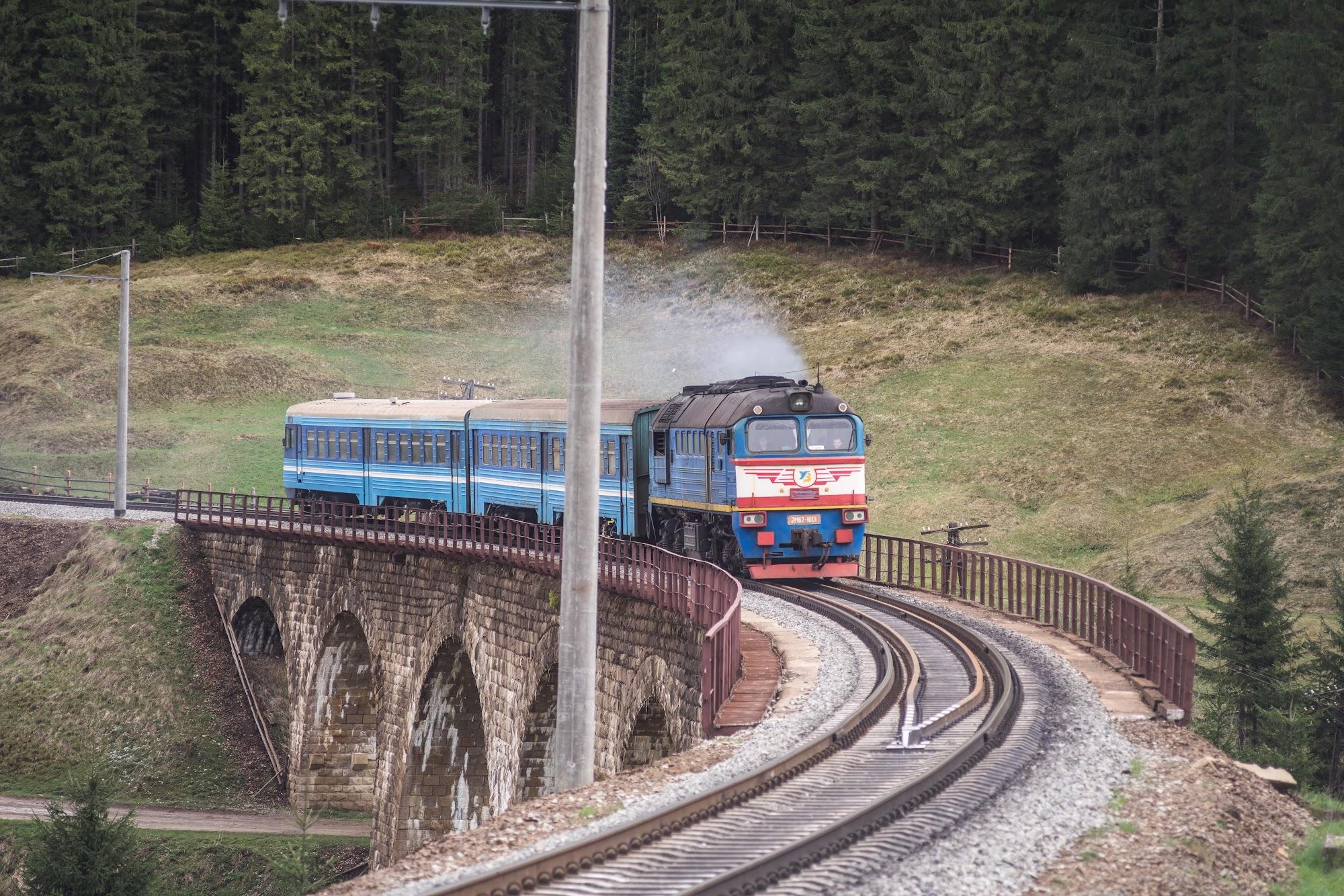 приміський дизель-поїзд до Рахова
