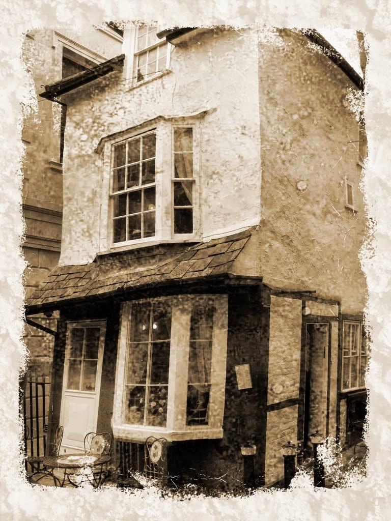 Photo: The Crooked House - Windsor, UK - April 2006