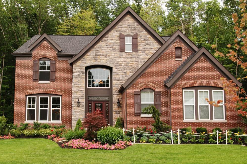 Rumah bata merah tampak depan