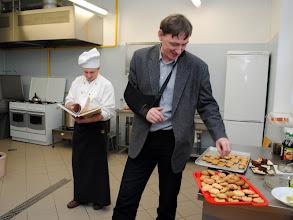 Photo: ktoś musi sprawdzić, czy ciasteczka są dobre! ;-)