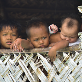 Relative by Pak Lang - Babies & Children Children Candids ( child, window, poor, sea, children, house, gypsy, sabah )