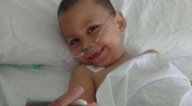 Bác sĩ nói rằng em bé sống sót sau khi rơi từ tầng chín là một phép lạ