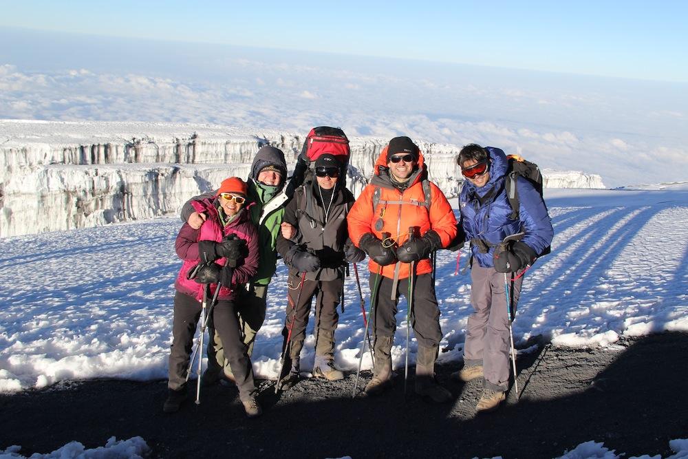 Subida do Kilimanjaro, a maior montanha da Áfica